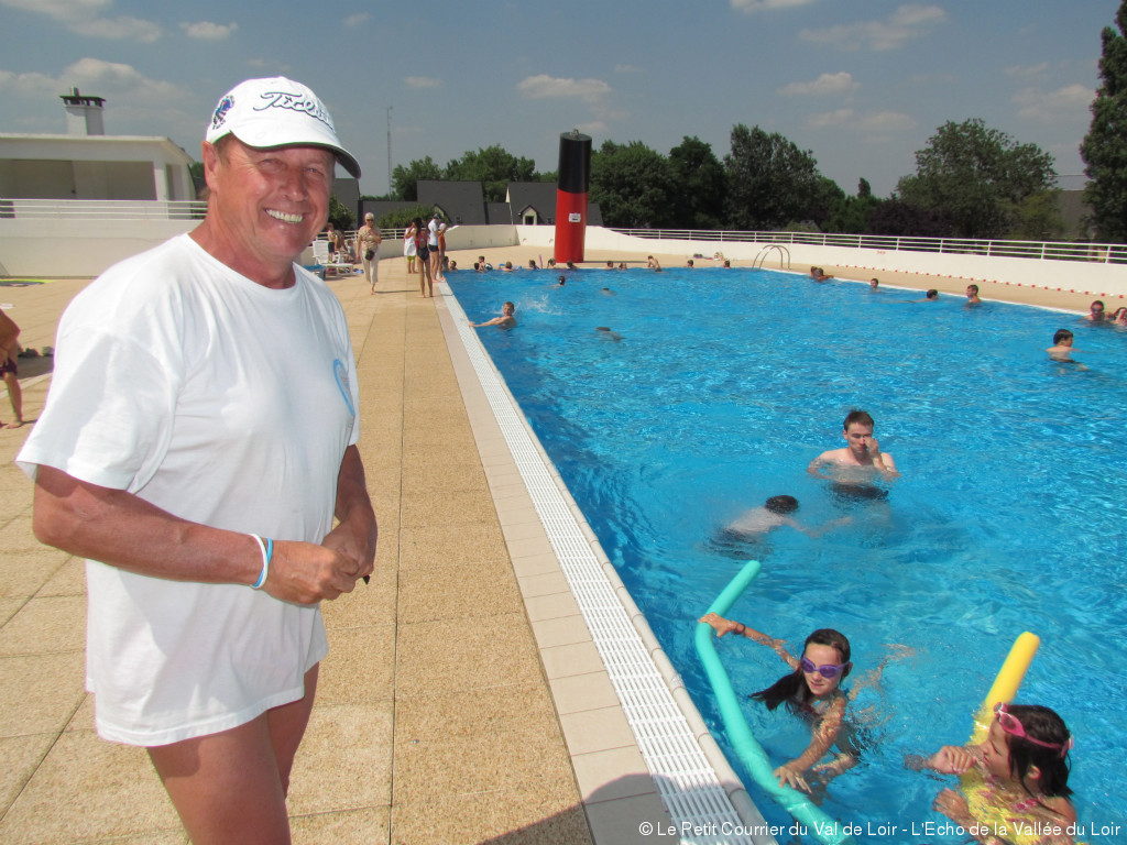 Nos ch res piscines article le petit courrier du val for Cloyes sur le loir piscine